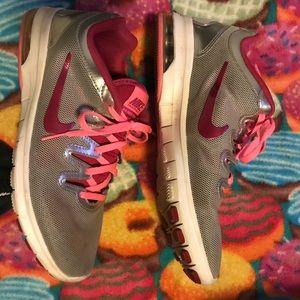 Cute Nike shoes💜